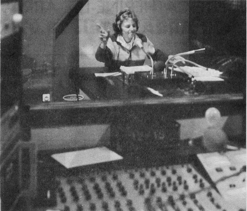 Catherine au micro de Radio Artois 2000