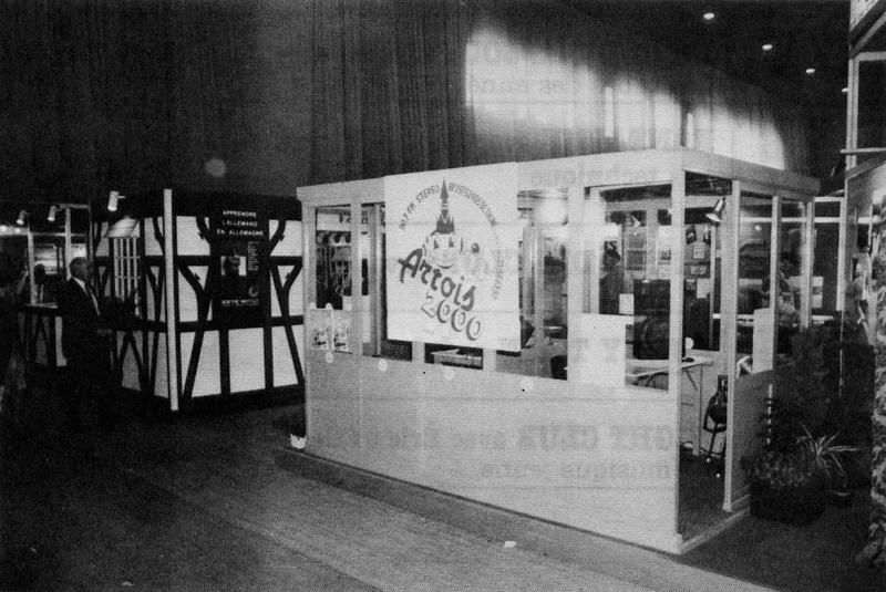 Stand d'exposition de Radio Artois 2000